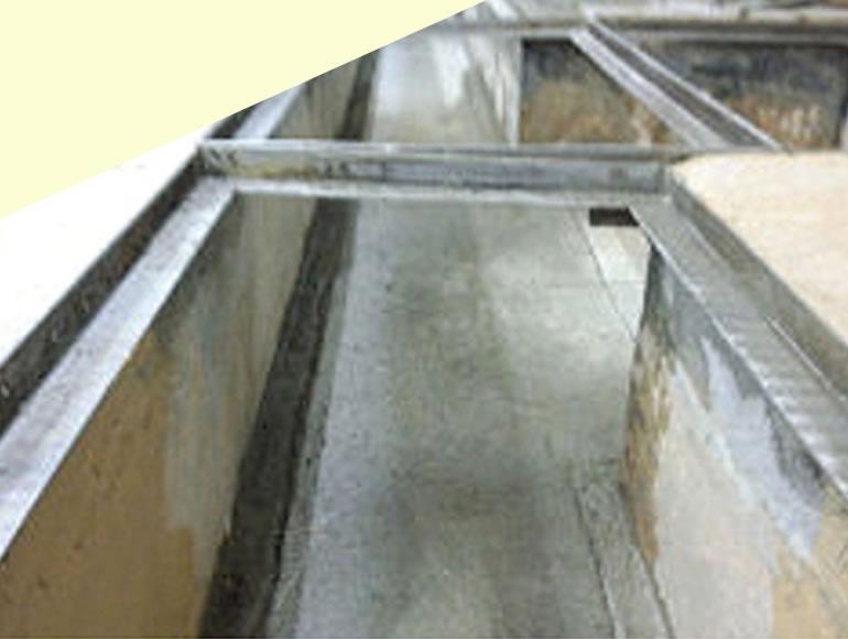 食品工場における塗り床の危険性とその対策について