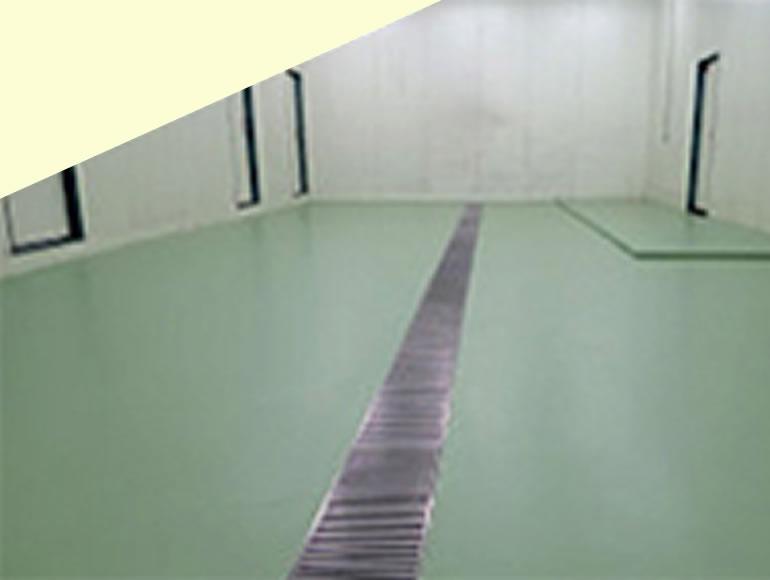 食品工場への耐熱性・防滑性を付加する塗り床工事