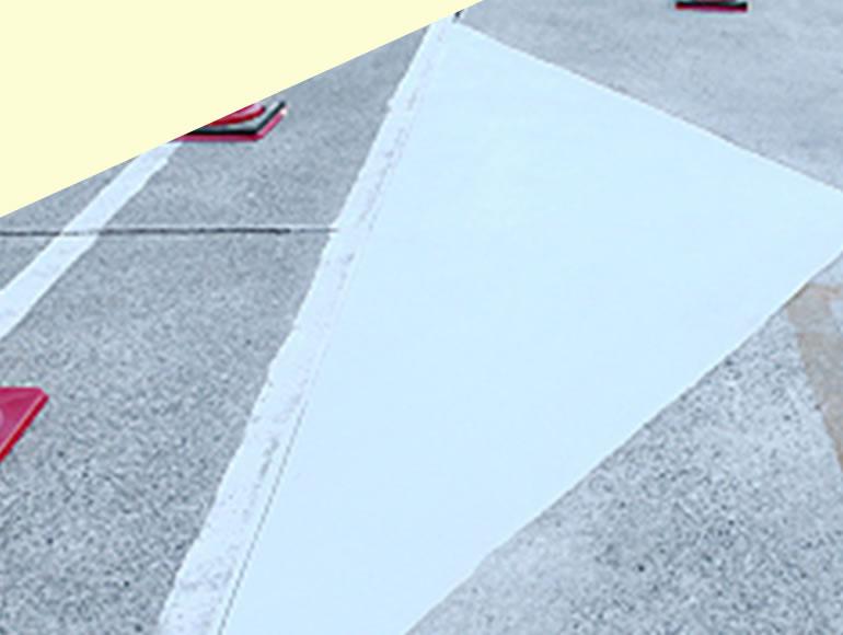 工場の入り口における段差補修工事
