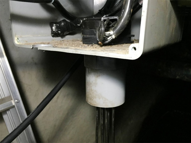 更新した電極棒ホルダー